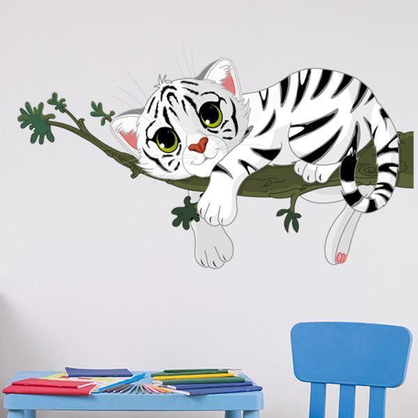 Kinderzimmer Wandtattoo: Tiger Cub auf einem Ast